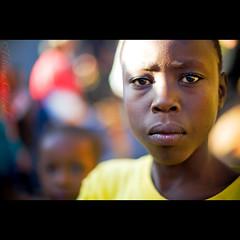 trust ( Tatiana Cardeal) Tags: africa portrait people digital photo child kenya nairobi picture documentary afrika criana tatianacardeal favela kenia kibera slum 2007 worldsocialforum afrique inequality  documentaire  documentario forosocialmundial   frumsocialmundial  qunia childrenfromnairobi             wereldsociaalforum