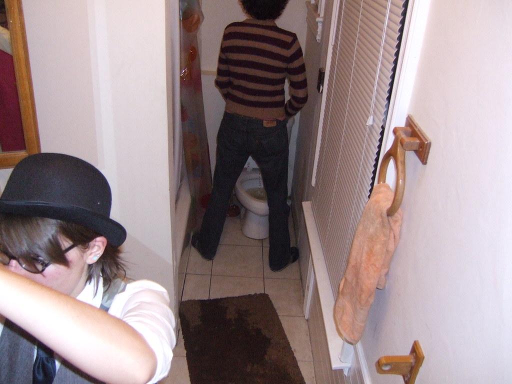 Kelly kelly drunk pissing in a sink-3337