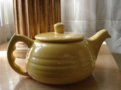 Bauer Teapot (.Hollie.) Tags: california coffee yellow butter bauer pottery teapot californiapottery imalittleteapot bauerpottery plainware