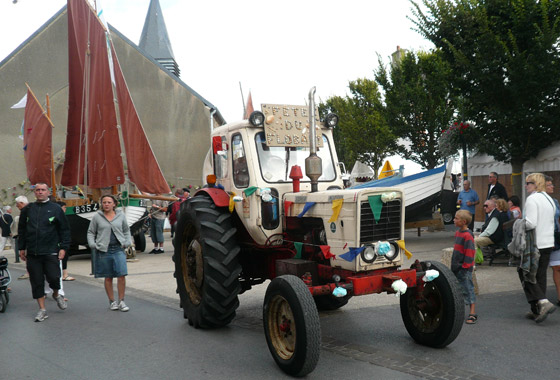 One of the decorated tractor thingys