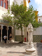 Palácio Nacional de Sintra (Brian Aslak) Tags: people tree portugal architecture europe sintra courtyard palace paço palácio palácionacionaldesintra ポルトガル シントラ