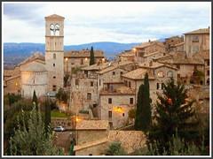 Gubbio (Nespyxel) Tags: italy village umbria gubbio oldvillage challengeyouwinner nespyxel stefanoscarselli pleasedontusethisimageonwebsites blogsorothermediawithoutmyexplicitpermissionallrightsreserved