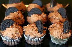 chocolate peanut butter oreo vegan cupcakes. (thebakingbird) Tags: cupcakes baking ic vegan iron earth chocolate pb cupcake peanutbutter challenge vegancupcakes newmansos oreocupcakes pboreocupcakes httpwwwthebakingbirdblogspotcom