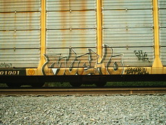 MUCHO FREIGHT (BOBROSS75) Tags: railroad railcar railfan southernpacific csx rxr monikers benching hobomonikers hobotags hobograff paintedtrainstraingraffitiunionpacificpaintedsteelboxcarsrailboxbnsf reeferswheelsofsteelrailartgoldenwest
