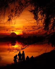 DSC_0071_2 (Nasey) Tags: sunset people digital river landscape nikon afro malaysia nikkor dslr 50mmf18d terengganu arif sillhuette d80 naturepoetry setiu penarik nasey kupih nasirali hafizridzuan kampungmangkuk arifakarumbi nikwafdi tjlens zultj