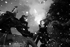 (Hughes Léglise-Bataille) Tags: blackandwhite bw paris france topf25 statue topf50 mask noiretblanc flash nation protest photojournalism confetti demonstration flare nocrop sarkozy retirement manif manifestation 2007 retraite topv1000 fumigene spéciaux régimes