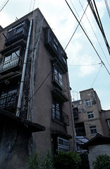070619059.jpg (todoanphoto) Tags: tokyo contax rx distagon carlzeiss minowa 25mmf28 dojunkaiapartment