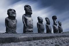 Immobile (iko) Tags: blue 15fav statue 1025fav 510fav rocks pierre fv10 moai easterisland soe rocher rapanui isladepascua tongariki interestingness40 iledepaques interestingness92 interestingness38 i500 interestingness255