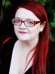 Andrea Ocampo. (carolinadagach) Tags: red portrait woman beauty glasses mujer head retrato andrea pale blanca lentes belleza ocampo colorina indiecl pálida wwwindiecl