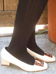 vintage mod tortoise trim shoes.