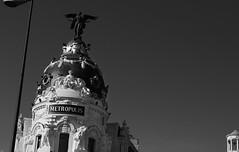 METROPOLIS (II) (Testigo Indirecto) Tags: metropolis birds icons urban urbano madrid madridskyline icono blackandwhite blancoynegro aves
