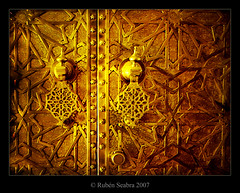 Morrocan Door IV (*atrium09) Tags: africa door travel texture topf25 real golden puerta topf50 bravo royal olympus palace morocco maroc moorish marocco marruecos soe fes oro palacio magicdonkey atrium09 mywinners ultimateshot diamondclassphotographer rubenseabra