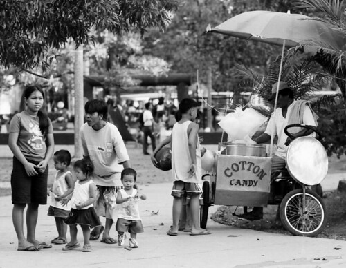 samonte park cavite city cotton candy sweet vendor fairy floss peddler Pinoy Filipino Pilipino Buhay  people pictures photos life Philippinen  菲律宾  菲律賓  필리핀(공화국) Philippines