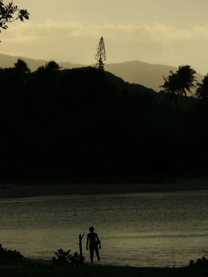 Joueur sur la plage de Poindimie #2