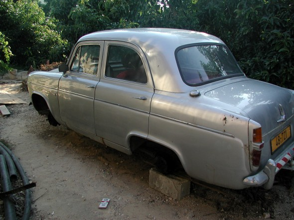 1960 Ford Prefect: Left side
