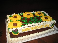 The gorgeous sunflower-themed cake. (10/21/07)