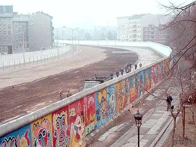 Berliner Mauer und Todesstreifen Quelle: flickr.com/siyublog/