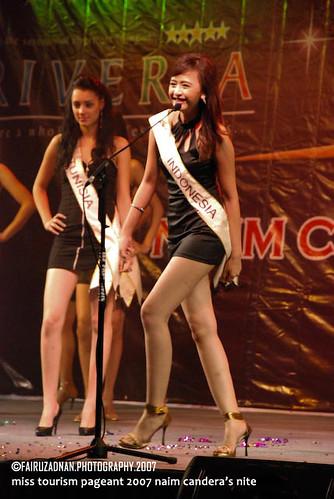 miss indonesia (Anya Devinca Ana Sanya, 20)