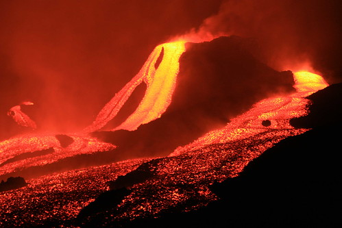 A lava flow is this state of California's symbol because of the significant amount of volcanic activity in the area.
