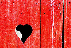 Can You See Inside My Heart? (plecojan) Tags: wood red fence paint heart pennsylvania newhope buckscounty bigmomma msh0109 photofaceoffwinner pfogold msh01099 pfo:collection=valentines