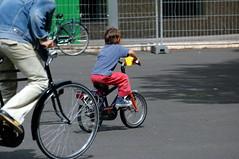 Ordinary People (FaceMePLS) Tags: boy bike nikond70 nederland thenetherlands streetphotography denhaag fiets jongen tweewieler straatfotografie archief2004 facemepls gewoonmensen gewonemensen