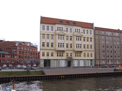 A totally flat building (Sam Kelly) Tags: travel holiday building berlin architecture germany deutschland fuji riverspree flatbuilding fujis9600