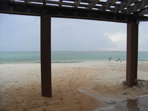 雨のタモンビーチ
