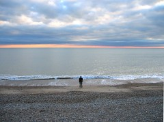 PENSEUR (Francobassa) Tags: sea sky mer clouds brighton meditate hove horizon think calm nuages vague loin calme seul penseur lepenseur mditer rflchir bassapower