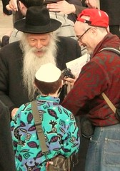 Reb Gutman Locks at the Kotel