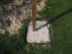 Klikopoer / Kliko-footing / Wheelie bin-footing (John Bosma) Tags: john concrete poer construction bin pole foundation walden fryslan wheelie reuse wheeliebin footing surfinbird kliko bosma damwoude rozema wlden gefundenesfressen superuse broeksterwoude damwlde damwalde broeksterwlde