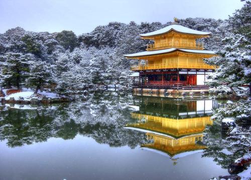 """El templo Kinkaku-ji en Kyoto que significa """"Templo del pabellón"""