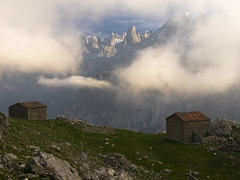 Ondn (jtsoft) Tags: mountains landscape asturias olympus nubes alpenglow picosdeeuropa e510 cabrales urriellu zd1122mm ondn jtsoftorg