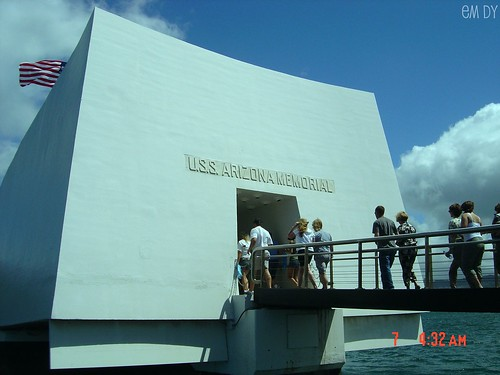 Arizona Memorial , originally uploaded by Em Dy .