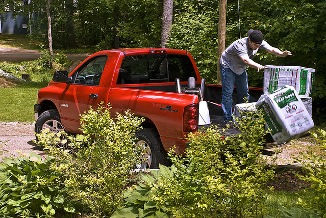 red truck work garden 4x4 lawn dodge ram 2008 1500 wheelbarrow 47 trx peatmoss shortbed regularcab zanemerva autoinsanecom