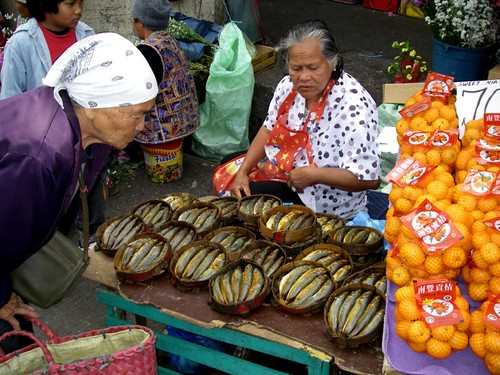 Philippinen  菲律宾  菲律賓  필리핀(공화국) Pinoy Filipino Pilipino Buhay  people pictures photos life Baguio food, Philippines, rural, seafood, vendor, woman, sidewalk, elderly, market,