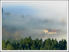 Entre la bruma ... (mbaska70) Tags: maana amanecer niebla bruma legazpi casero bascaran