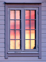 Kveldspel  II - Eveningplay II (erlingsi) Tags: pink windows sunset window norway geotagged ventana norge spring fenster noruega janela oc 6100  volda fenetre vinduer vr lightscape sunnmre vindu puestadelsol noorwegen noreg  fnster mreogromsdal slarlag erlingsi seljebakken erlingsivertsen slsetur fnster hauane sonnewolken geo:lat=62147137 geo:lon=6061953 vindauge  sunsetazo kveldspel srysta