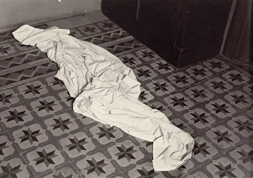 alvarez bravo- fallen sheet