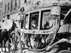 Young King Farouk going to the Parliment -1937 (Kodak Agfa) Tags: africa people history 1930s muslim egypt middleeast cairo 1940s 1950s royalty mideast kingfarouk egyptianroyalfamily faroukkingofegypt mohamedaliroyalfamily
