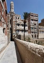 IMG_9929.jpg (EricFirley) Tags: asia housing yemen tall sanaa oldtown onefamily towerhouse jemen typologies