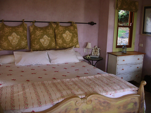 The gorgeous bed!