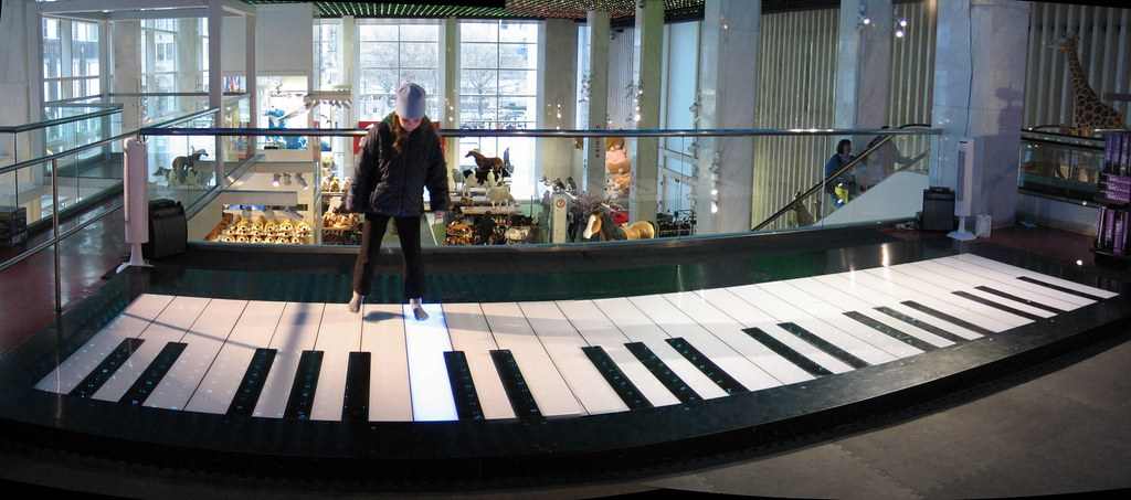 Giant piano at FAO Schwarz Toy Store