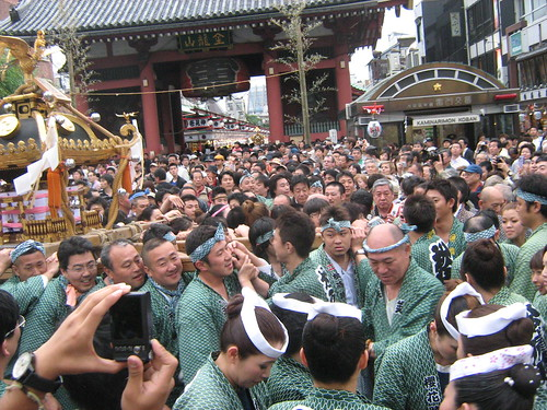 Green team carrying the mikoshi during Sanja Matsuri