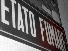 Vietato fumare (*Tom [luckytom] ) Tags: macro tom edited photoshopped cartello vecchio fumare ctm vietato favcol luckytom