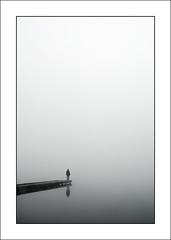 El Hombre perplejo (Paisaje velado) (Rafa Herrero) Tags: blancoynegro fog niebla platinumphoto ostrellina platinumsuperstar miradafavorita bnganadores bn052008