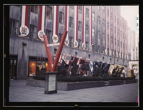 United Nations exhibit by OWI in Rockefeller Plaza, New York, N.Y. View of entrance from 5th Avenue (LOC)