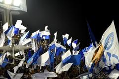 ET Port 170212 001 Torcida bandeiras (Valéria del Cueto) Tags: portela ensaiotécnico bateria escoladesamba riodejaneiro samba sapucaí sambódromodarciribeiro apoteose carnaval carnival carnevaleriocom carnevaledirio valériadelcueto azul brasil brazil águia bandeira