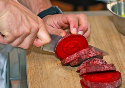 Borschtsch, Rote Beete (Randen) schneiden