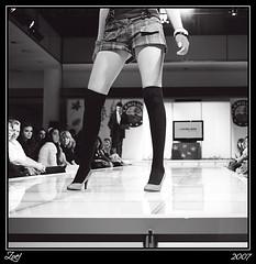 Borroso... (z-nub) Tags: madrid city people blackandwhite bw espaa woman blancoynegro digital zoe mujer shoes gente pentax ciudad bn modelo zapatos desfile z fetiche piernas gentedelacalle extremidad znub pentaxk100d zoelv formatocuadrado vscerasyotrasmetforas enelcentrodemadrid bnysimilares cuadraditas cuadradita zoelpez cuadradosverticales sinacento