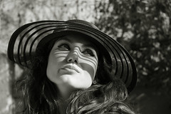 Retro feeling.... (*Rx*) Tags: bw woman look hat lines eyes retro portraiture feeling rx bwdreams monochromia impressedbeauty